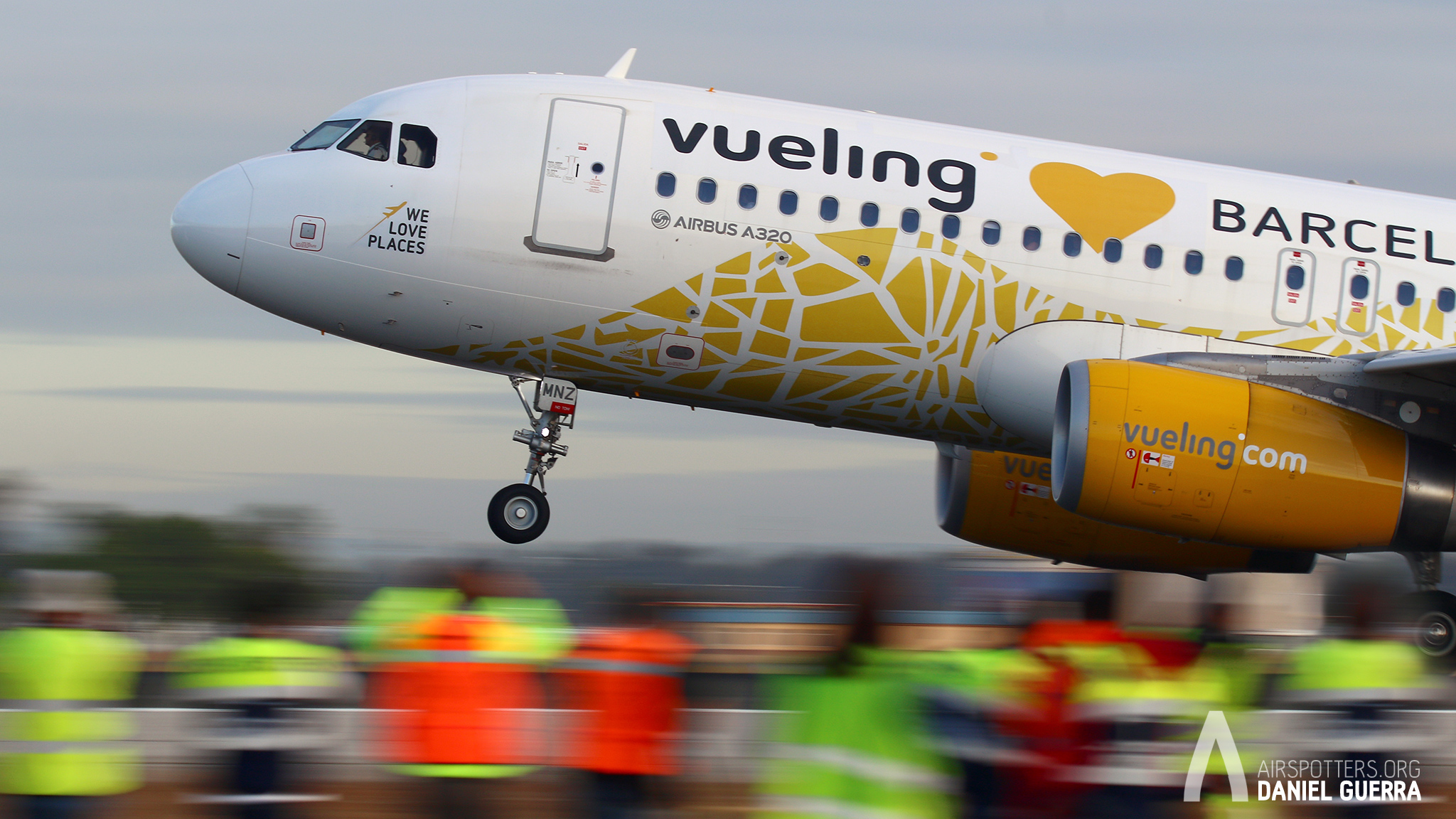 Spotting Day Sevilla. A320 Vueling We love places